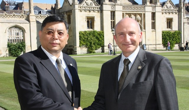 Walter Wang, the president of ATA and Dr Mike Milanovic, Cambridge ESOL's CEO