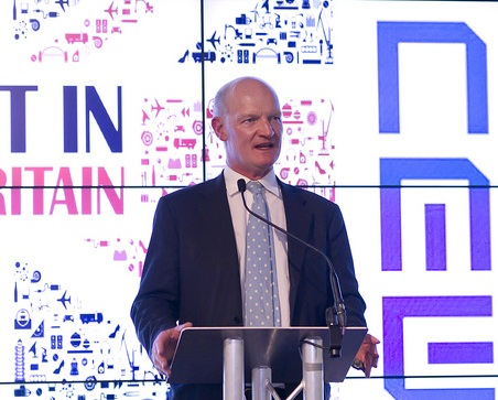 Universities Minister David Willetts wants to exclude overseas students from targets to reduce net migration, putting him at odds with the immigration minister, Damian Green.