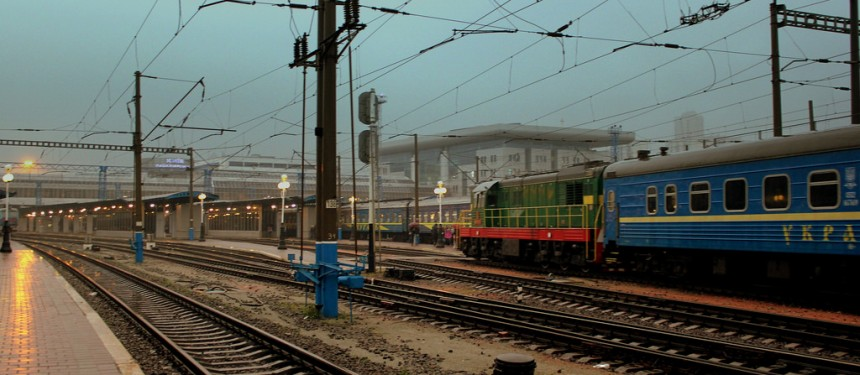 A passenger train pulls into Kiev Central station. Photo: calflier001.