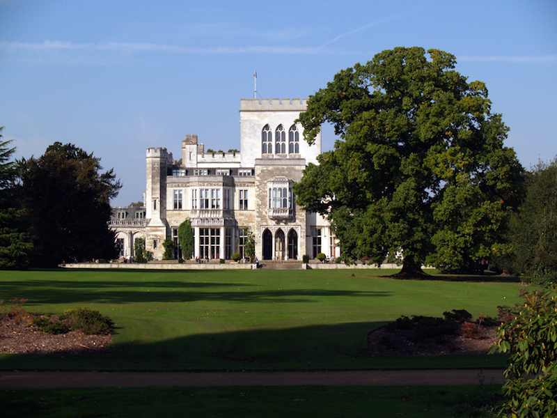 Hult, Ashridge finalise strategic alliance