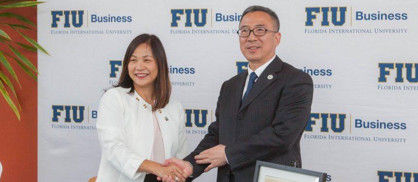 (L) Joanne Li, Dean, FIU Business; (R) KOU Wenyu, Dean, Research Institute for Qingdao. Photo: FIU